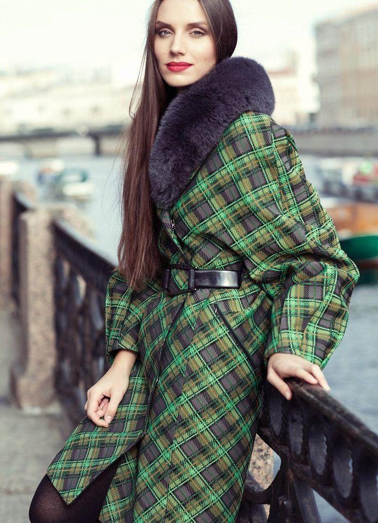 Зеленое пальто (91 фото): темно-зеленое, светло-зеленое, женское короткое пальто, без воротника, с чем носить, модное 2017, с лисой