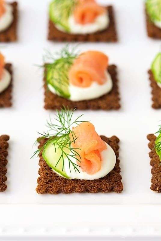Die besten 25 salmon canapes ideen auf pinterest for Canapes ideen