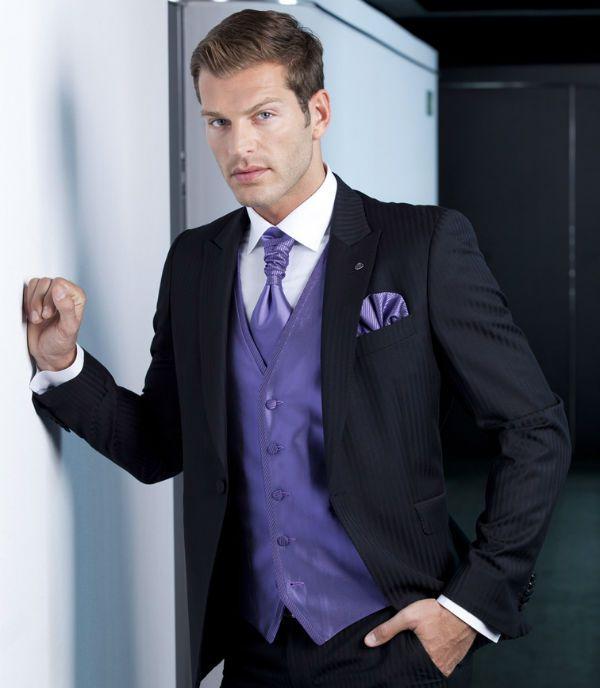 Félix Ramiro se adapta a cualquier tipo de cliente, a sus gustos y talla ya que posee fábrica propia y estudio de diseño. Acude a él si buscas un traje único para un día muy especial