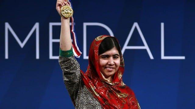 करोड़ों युवाओं की प्रेरणा मलाला युसुफ़ज़ई | मलाला दिवस पर विशेष - http://www.achhiduniya.com/malala-yousafzai-biography-in-hindi/
