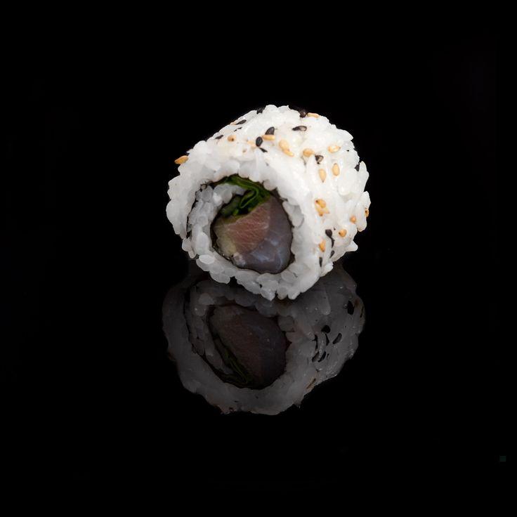 Mediterranean / tuna, sea bass, fresh onion, cucumber, lettuce and sesame