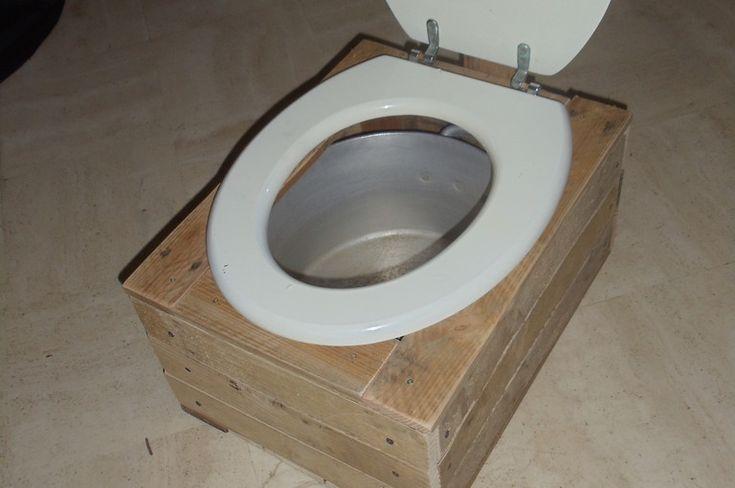 les 25 meilleures id es de la cat gorie toilette seche sur pinterest toilette compostage. Black Bedroom Furniture Sets. Home Design Ideas