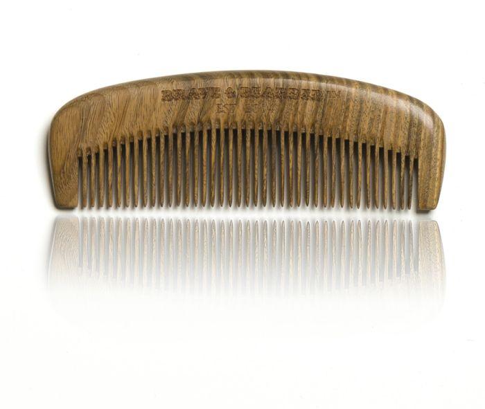 peigne-en-bois-de-santal-produit-entretien-barbe