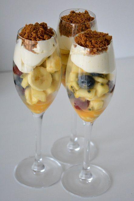 Life is short, eat dessert first Op zondag nemen we normaal de tijd om een caloriebommetje klaar te maken, maar vandaag houden we het toch wat braafjes! Het is een fruitsalade geworden met een toef…