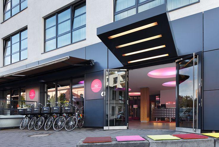 Die Außenansicht des 25hours Hotels Hamburg Number One.