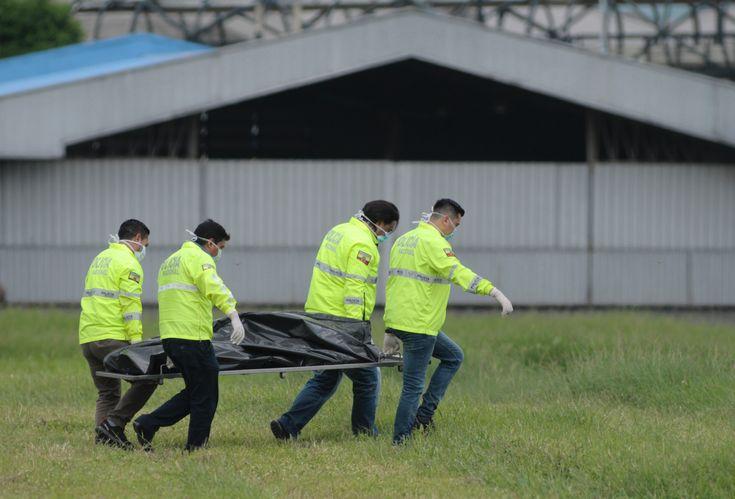 2 killed in Ecuador hiding in NY-bound plane's landing gear