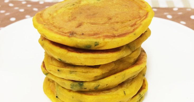 卵も牛乳も使わず、ヨーグルトとかぼちゃでもちもちのパンケーキができあがります!