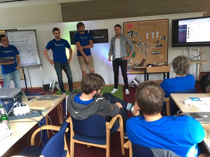 Abschlusspräsentation beim #Sevenval #Woodhack 2017: Vom Sign Up from Hell über die Kckr Slack App und ein Stop Motion Video bis zum Datepicker waren jede Menge coole Projekte dabei! #Hackathon