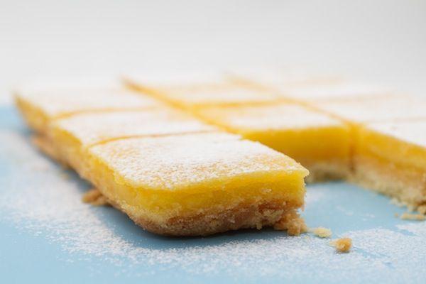 Barras de limão - quadrados Limão. Foto © Federico Box parágrafo Cake Mania ®