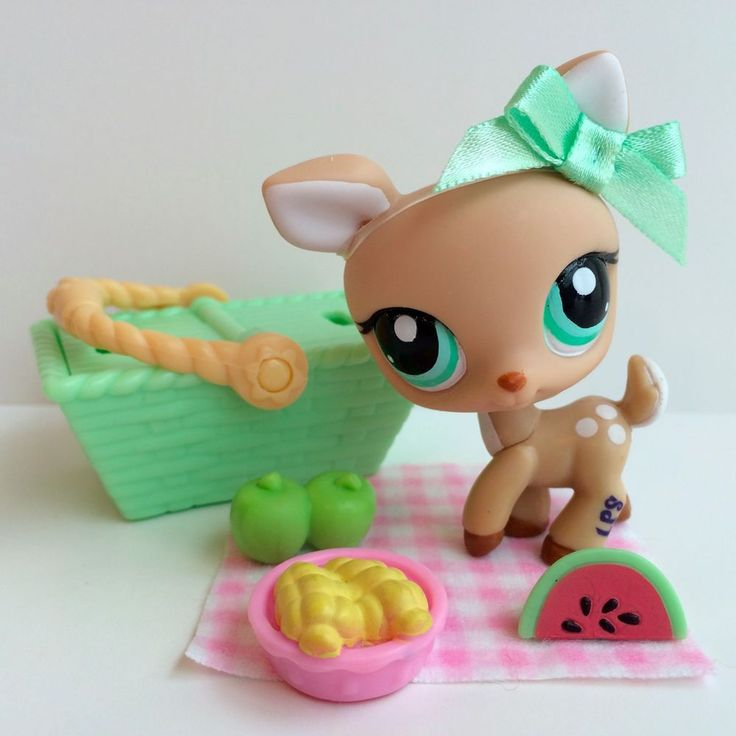 Littlest Pet Shop Cute Tan Deer #979 w/Green Eyes & Picnic Accessories #Hasbro