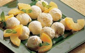 Kokos- og ananasis Tankerne flyver afsted til Det Caribiske Øhav med denne festlige is. Ananassen gør den cremede is dejlig frisk.