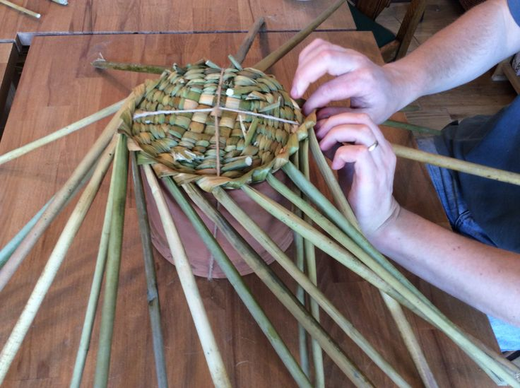 Willow Basket Weaving Dvd : Next comes using an old pot as a mould to continue