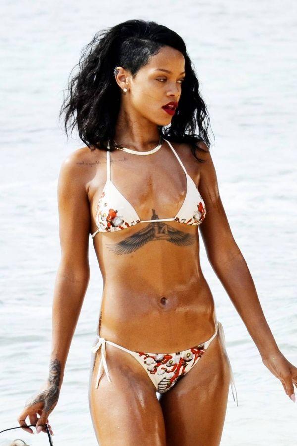 Rihanna En Traje De Bano