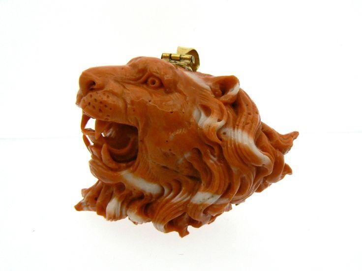 Lion pendant in coral. Dogale jewellery Venezia Italy