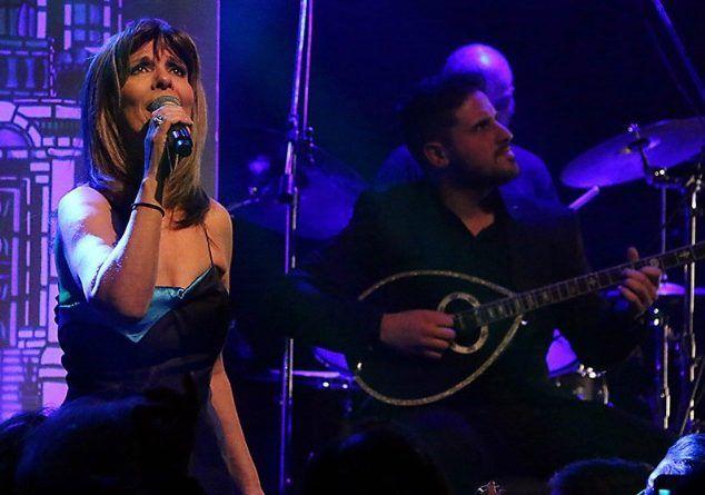 """Η Κατερίνα Στανίση τραγουδά στον Καραγκιόζη, του Ηλία Καρελλά μαζί με τους δαίμονες των εγχόρδων """"String Demons"""""""