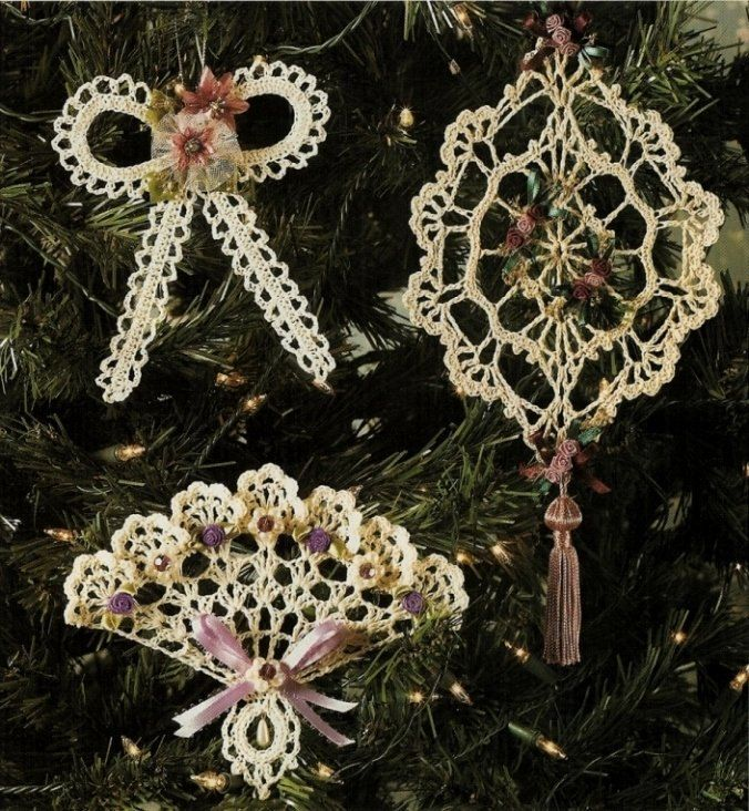 Christmas - christmas Ornaments - Crochet Victorian Ornament Pattern source - X443 Crochet PATTERN ONLY Dainty Victorian Christmas Ornament Pattern. $3.95, via Etsy.