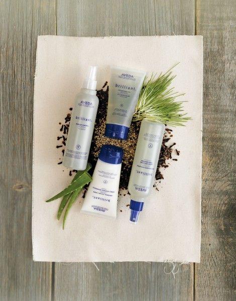 egin met de Aveda Brilliant Shampoo. Dit is een intensief reinigende shampoo voor dagelijks gebruik, verwijdert vuil en restanten van andere haarproducten. Daarna de Brilliant Conditioner. Dit is een conditioner die dydrateert en ontwart het meest onhandelbare haar. Verder in dit pakket de Spray On Shine. Dit is voor een prachtige glans na het stylen. Dit product zorgt tevens dat het haar goed in model blijft.www.lemage-shop.nl