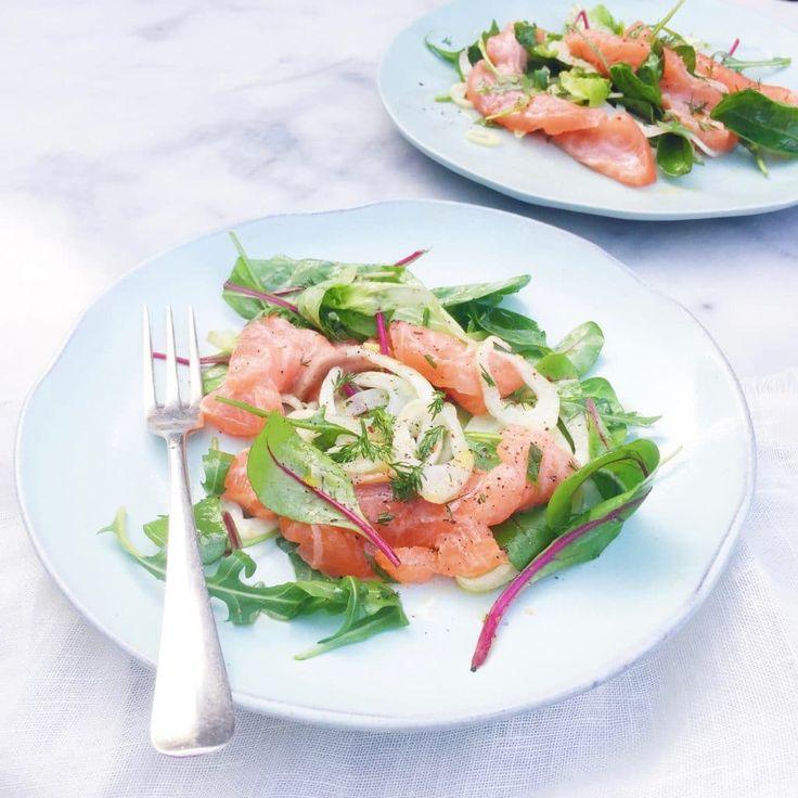 Dit recept kan iedereen maken! Heel eenvoudig en snel ceviche van zalm. De simpele marinade bestaat o.a. uit citroen en grapefruit. Laat de vis vooral niet
