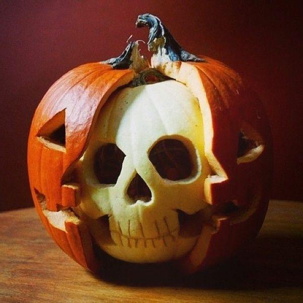 originelles-Halloween-Kürbis-schnitzen-Schädel (Halloween Schminke Gruselig)