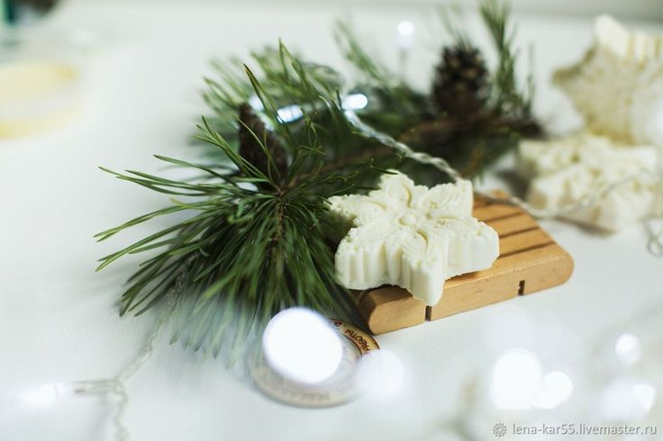 Купить Мыло новогоднее натуральное Снежинка Соляное скраб белый в интернет магазине на Ярмарке Мастеров