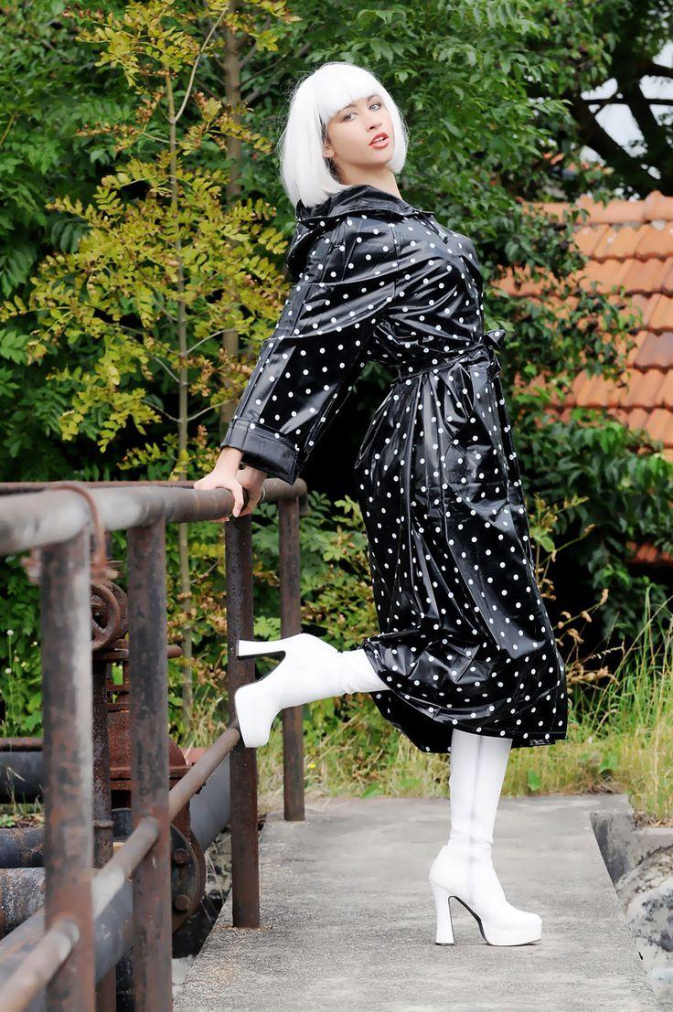 KEMO Cyberfashion Onlineshop für Mode und Regenkleidung aus PVC-PVC Regenmantel lang mit Pubkte