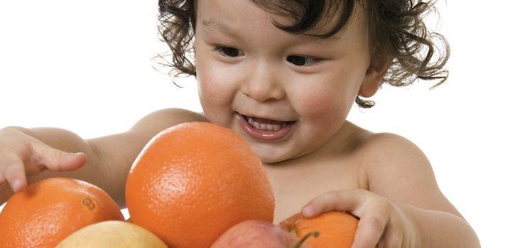 Guía para alimentar a un bebé. Conceptos básicos para introducir la alimentación de forma adecuada en cantidad, variedad y actitud.