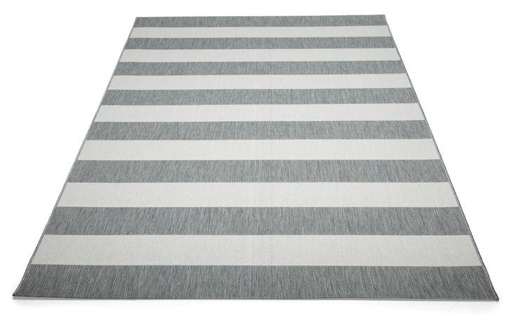 Helppohoitoinen ja pölyämätön Nizza-matto sopii mainiosti sekä sisä- että ulkokäyttöön esim. terassille.UV-suojauksen...
