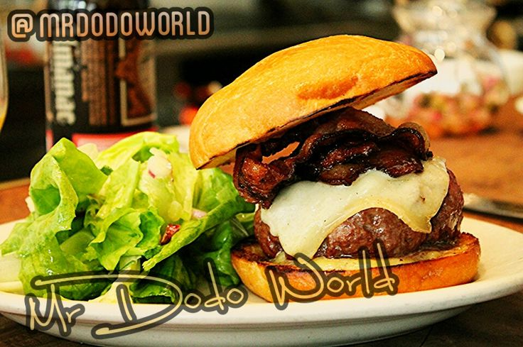 Hamburger #ham #lunch #salsd #sandwish #fastfood #meal #hamburger #bacon #cheese