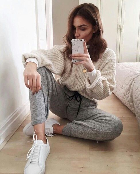 Best 25+ Sweatpants outfit ideas on Pinterest   Nike sweatpants Nike clothes and Nike joggers