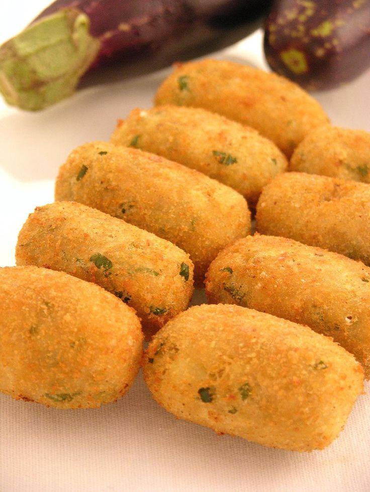 Croquete de Berinjela: Ingredientes: 6 berinjelas descascadas e picadas 3 batatas médias 4 colheres (sopa) de queijo parmesão ralado 1