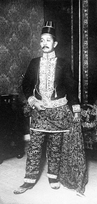 COLLECTIE TROPENMUSEUM Portret van Pangeran Ario Soerjodiningrat.