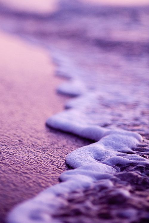 Purple | Porpora | Pourpre | Morado | Lilla | 紫 | Roxo | Colour | Texture | Pattern | Style | Form | Purple Beach by Christian Gendron | #TravelBright