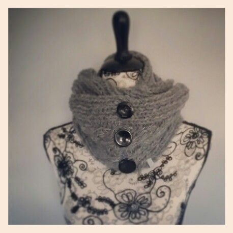 Knitted scarf intarsiamia.wordpress.com Instagram: intarsiamia