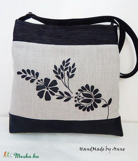 Meska - Kalocsa virágai - ókalocsai népi motívumos oldaltáska, válltáska annetextil kézművestől