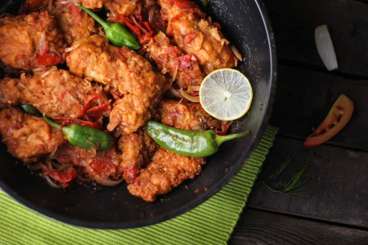 Dhaka Chicken Karahi  Ingredients Chicken	1 kg Salt	as per taste Garlic Paste	2 tbsp Ginger	2 inch piece Onion	2 medium sized Red Chilli Powder	1 tbsp Crush Red Chilli	1 tbsp Whole Corriander Seeds	1 tbsp Cumin Seeds	1 tbsp Fresh Dill	1 tbsp Tomatoes	5 – 6 medium Flour	2 tbsp Yogurt	½ cup Egg	1 Big Green Chilli	3 - 4 Dalda Cooking Oil	¾ cup Directions Finely slice the onions, cut tomatoes into thick slices and chop ginger. Beat egg in a bowl and add yogurt & garlic paste to it.