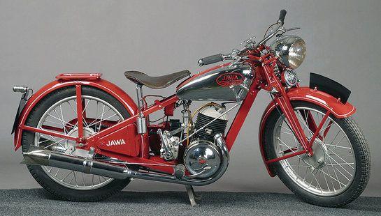 """Jawa 250 Speciál z roku 1935. Takto vyzerala nielen predchodkyňa \""""Péráka\"""", ale aj motocykle, ktoré sa vyrábali pred vojnou."""