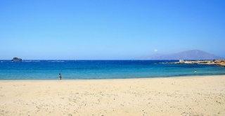 La spiaggia di Aghios Nicolaos  nelle vicinanze del paese di Arkasa