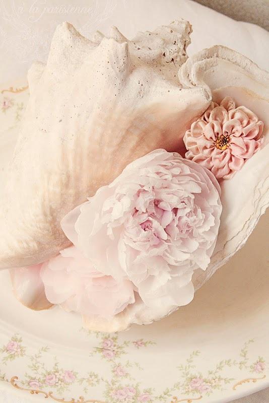 Seashells et fleurs: Pink Flowers, Sea Shells, Beaches Theme Wedding, Soft Pink, Pastel Pink, Seashells Centerpieces, Parties Ideas, Pink Rose, Beaches Wedding