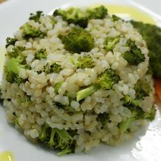 Aprenda a preparar arroz com brócolis com esta excelente e fácil receita. O arroz com brócolis é uma alternativa saborosa e saudável ao simples arroz branco. É idea...