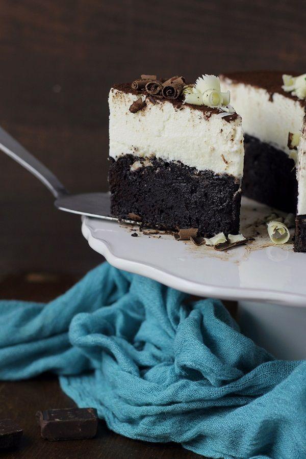 Tort cu blat de ciocolata neagra si mousse de ciocolata alba / Duo Chocolate Cake | Pasiune pentru bucatarie