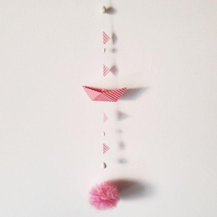 Giostrina per la cameretta e la decorazione della casa con barchetta origami rosa, pompon, bandierine e perline -regalo bimbi di EffeDetails su Etsy
