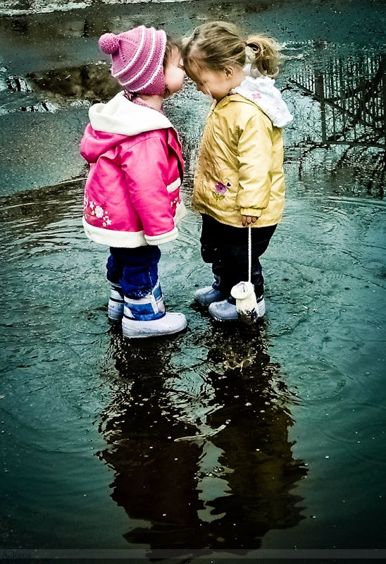 every girl needs a friend like this.Little Girls, Best Friends, Rainy Day, Baby Baby, Bff, A Kisses, Friendship, Children, Kids