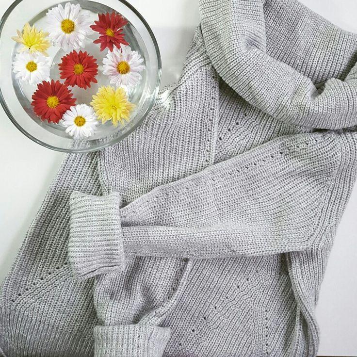 #sweather #fashion #grey #flowers #trend #inspiration #woman'sfashion