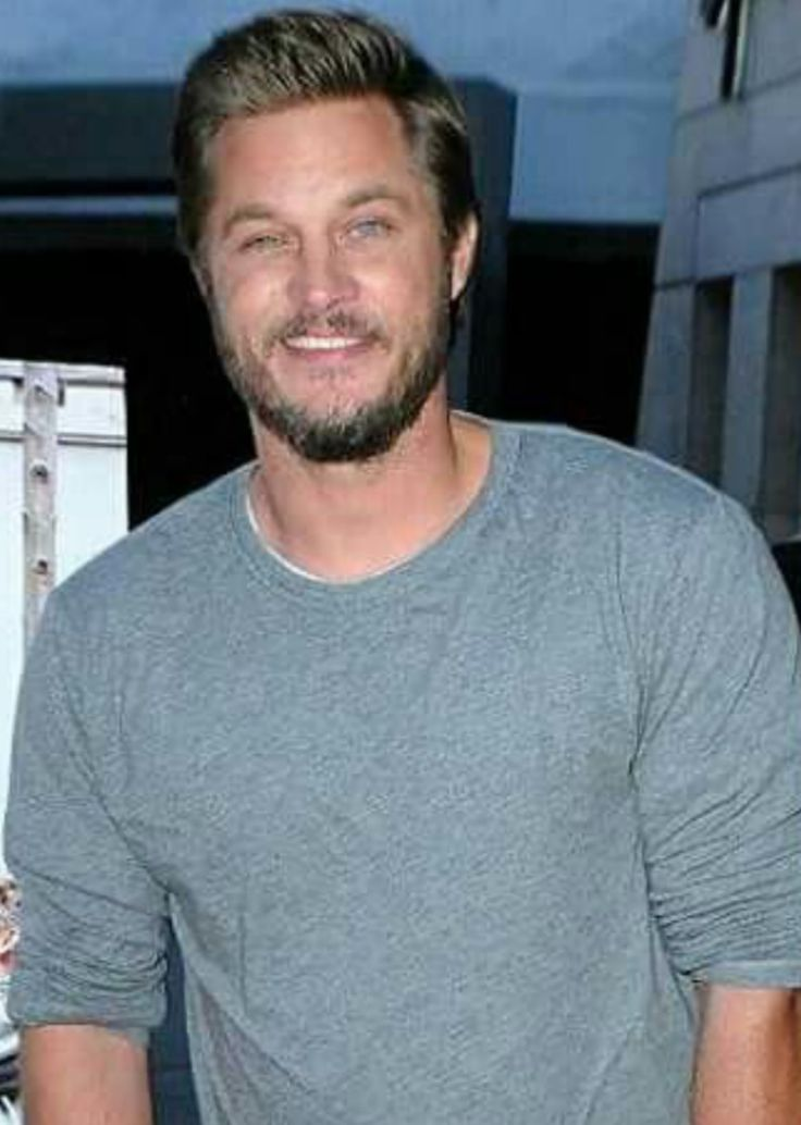 New pics about TRAVIS from the premiere of Maggie´s Plan <3  the pics are to cute and i have #aTravisFimmel <3 pics found at Travis Fimmel, Ragnar Lothbrok and Vikings