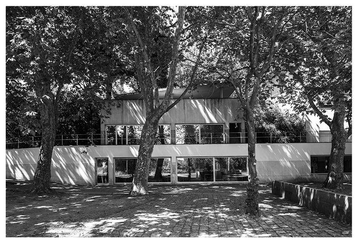 |pt| O reflexo da paisagem na cafetaria.  |eng| The reflection of the landscape on the cafeteria.  © Rui Pedro Bordalo  #architecture #arquitetura #fotografia #photography #siza #sizavieira