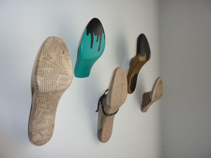 Appendiabiti a parete, forme di legno by Annalisa Tombesi