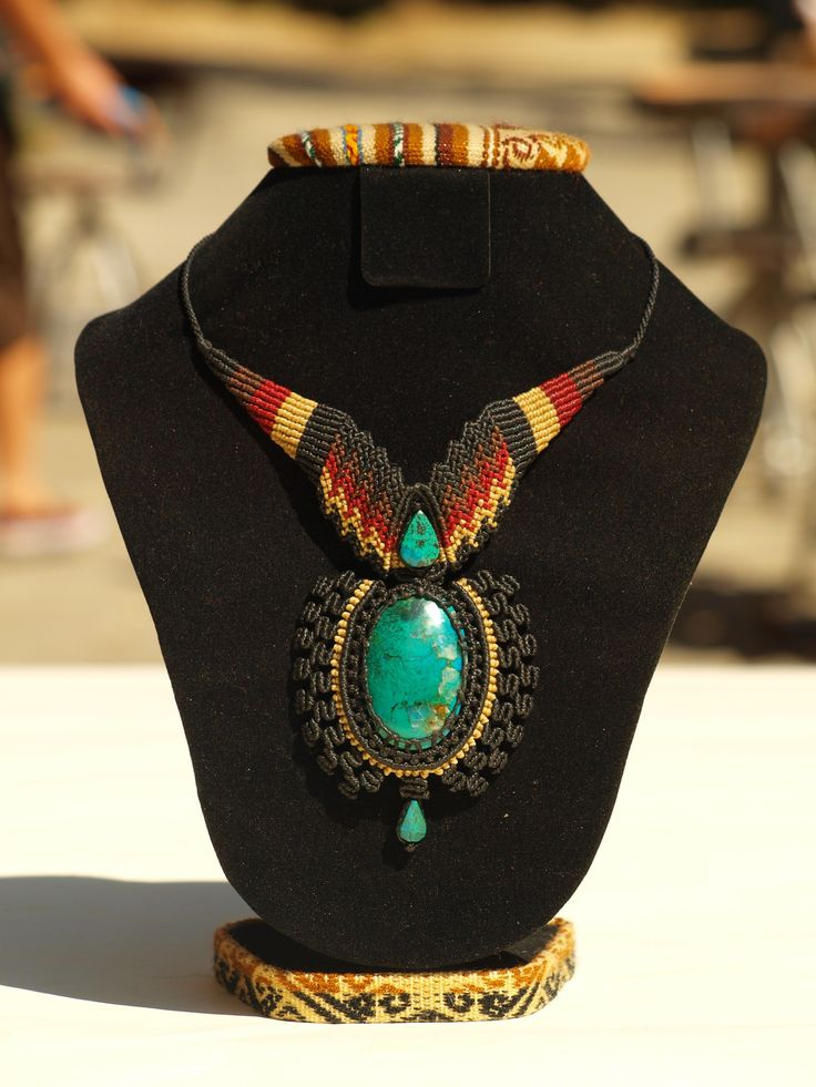Zilah Wear - Rey sol Macrame collar con turquesa.                                                                                                                                                      More