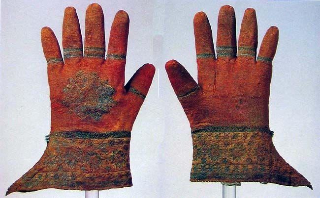 History of Gloves - 5 fingered gloves / ecclesiastical gloves taken from the tomb of Bishop Nicolaus Shiner, 1510 ref 14