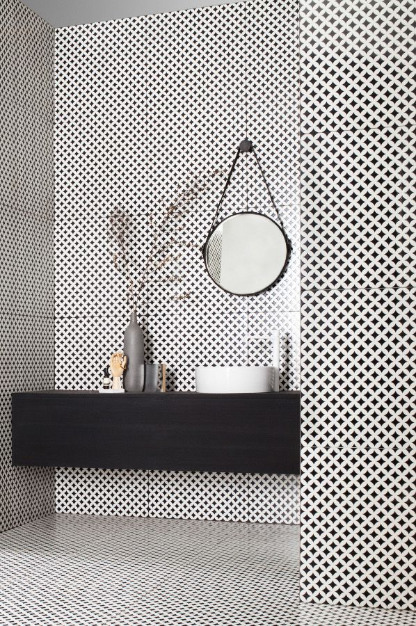 Minimal shelving, black and white tiles #details #decor