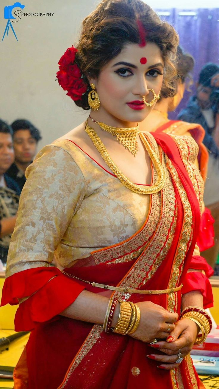 South Indian Saree fashion in bright Red and Gold via @topupyourtrip